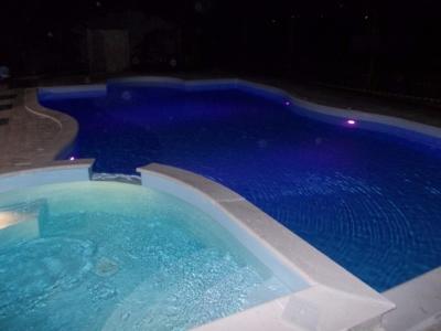 idromassaggio collegato alla piscina principale di sera
