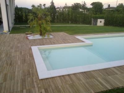 pavimentazione resistente all'acqua per la tua piscina