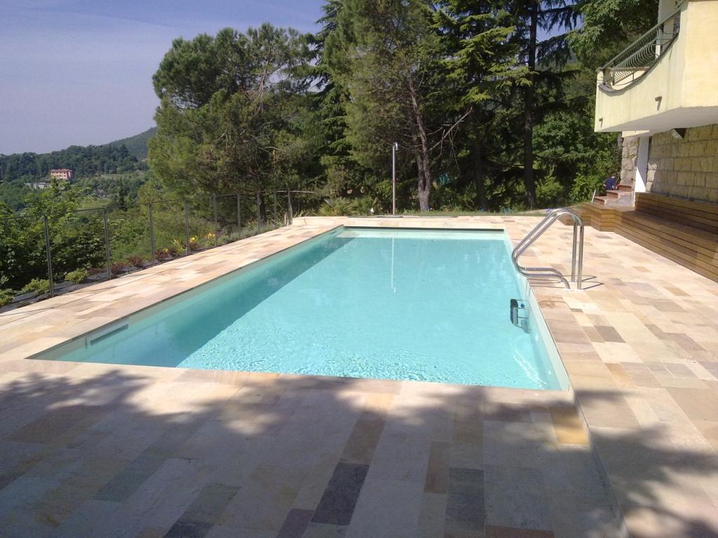 piscina a skimmer terminata e pronta per il tuffo